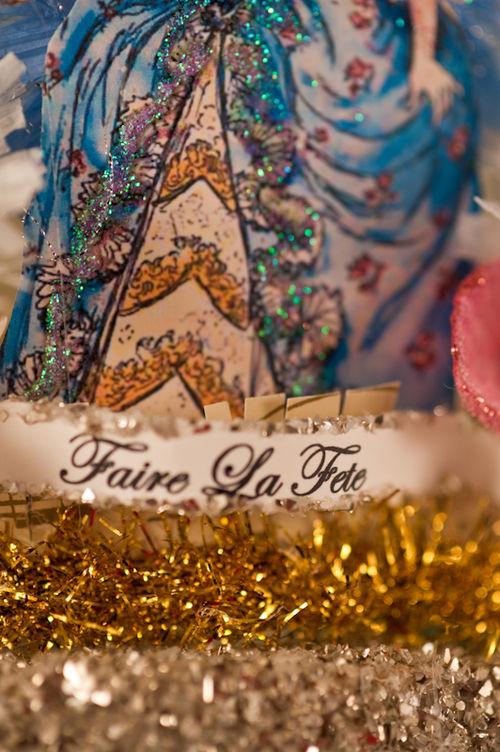 J - Marie Antoinette Mini Crown Detail
